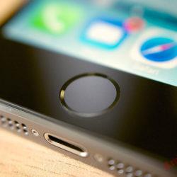 Новые смартфоны от Apple будут лишены дактилоскопического датчика
