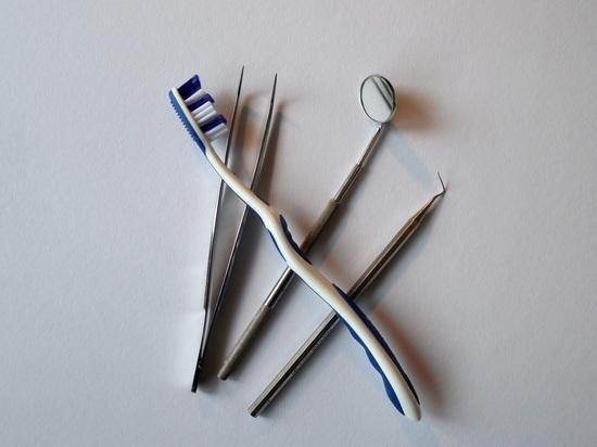 Медики рассказали, чем опасны зубные щетки