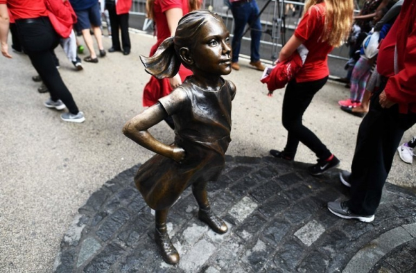 State Street Corporation заплатила за угнетения при создании статуи против гендерного неравенства