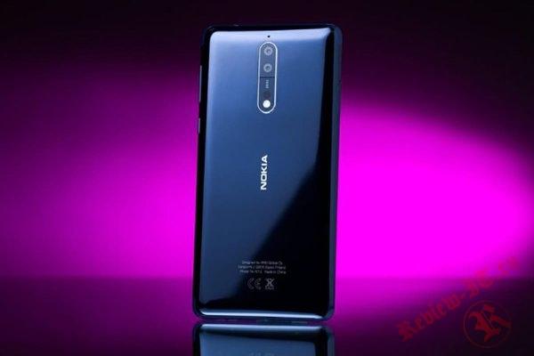 В интернете появилась фотография Nokia 9 в синем цвете