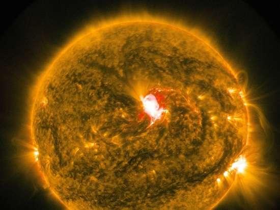 Вырубит интернет: ученые предсказали опаснейшую солнечную вспышку
