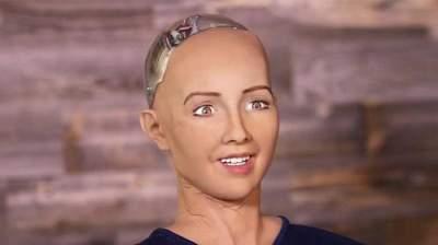 Женщина-робот впервые в истории получила гражданство