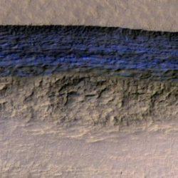 Марсианский орбитальный аппарат MRO обнаружил огромные ледяные пласты, скрытые под поверхностью Красной Планеты