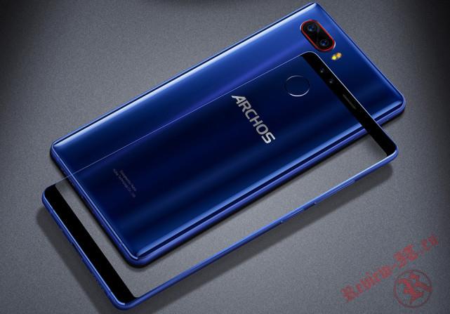 В России появился в продаже смартфон Archos Diamond Omega с четырьмя камерами