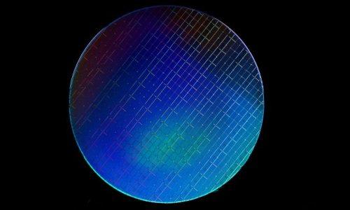 Простейший квантовый процессор с кремниевыми кубитами успешно проходит первые испытания