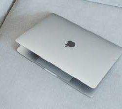 Apple запатентовала новый гаджет с двумя экранами