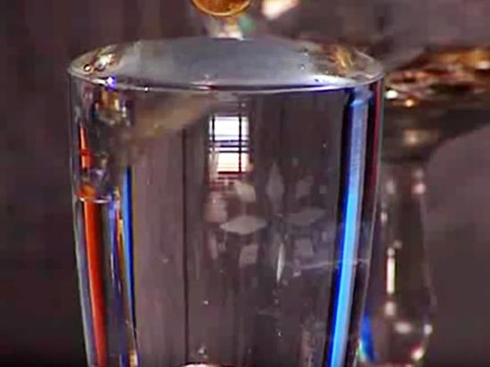 Загадка физики: почему на чашке с водой «вырастает» горка