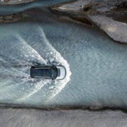 Компания Land Rover начинает создание автомобилей-роботов, способных двигаться по бездорожью и пересеченной местности