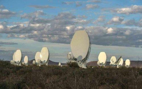 Начал работу радиотелескоп MeerKAT в Южной Африке, который является частью будущего самого мощного радиотелескопа на Земле