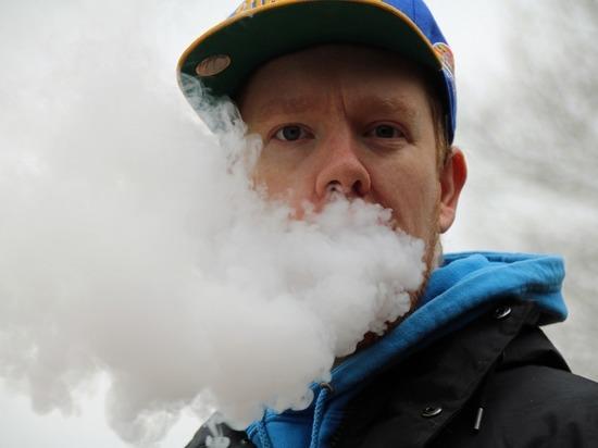 Электронные сигареты оказались в три раза опаснее обычных