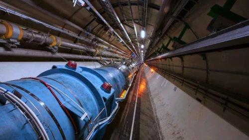 Большой Адронный Коллайдер впервые начал разгонять ядра атомов вместе с окружающими их электронами