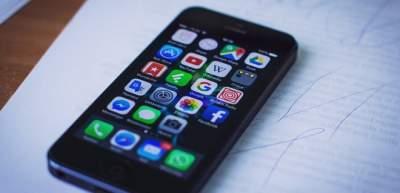 Владельцы устройств Apple жалуются на сбой в работе сервисов