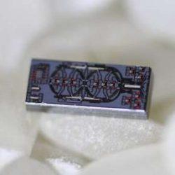 """Создан самый маленький оптический гироскоп, использующий """"вращающийся"""" свет"""