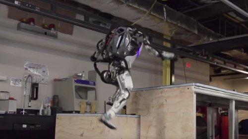 "Робот Atlas компании Boston Dynamics обрел навыки хорошо тренированного ""паркурщика"""