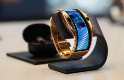 Nubia показала гибкий смартфон-браслет