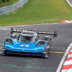 Электрический Volkswagen ID.R установил рекорд на трассе Nurburgring-Nordschleife, улучшив время более чем на 40 секунд