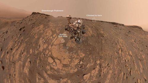 Марсоход Curiosity отмечает свои новые достижения панорамным снимком-селфи