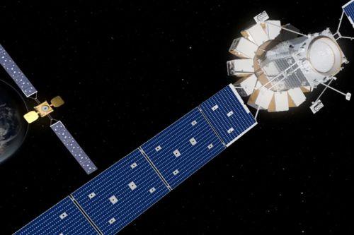 """Коммуникационный спутник Intelsat 901 вернулся к работе, впервые получив """"первую помощь"""" от другого спутника"""