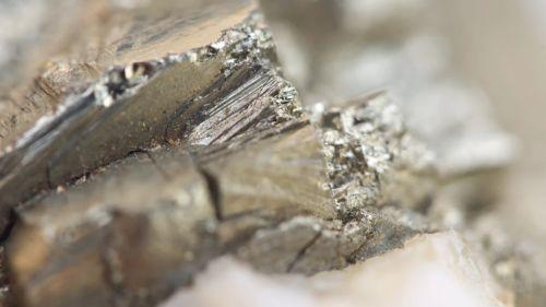 Ученым впервые удалось превратить немагнитный материал в магнитный при помощи электричества